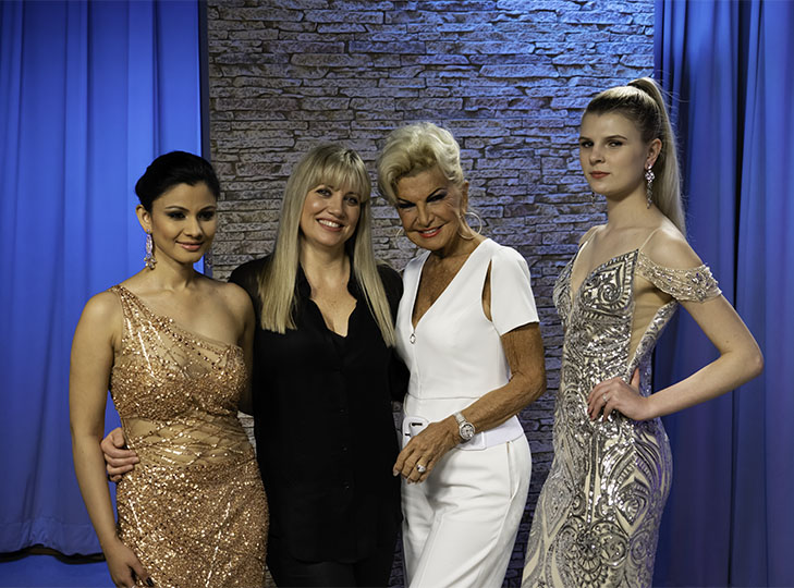 Yolanda and Stacey Frasca with models